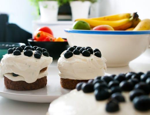Möhrchen-Pecan-Kuchen mit Limettenfrischkäse und Blaubeeren | Backen | Rezept | Food | ivy.li