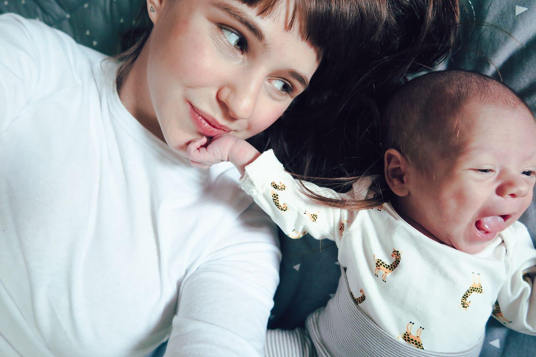 Der erste Monat mit Baby und unendlich viel Liebe | Familienleben | Geburt & Schwangerschaft | Mutterschaft | Neue Eltern | Alltag mit Baby | Wochenbett | Elternzeit | Papa in Elternzeit | #baby #mama #familie #wochenbett | Mehr auf ivy.li