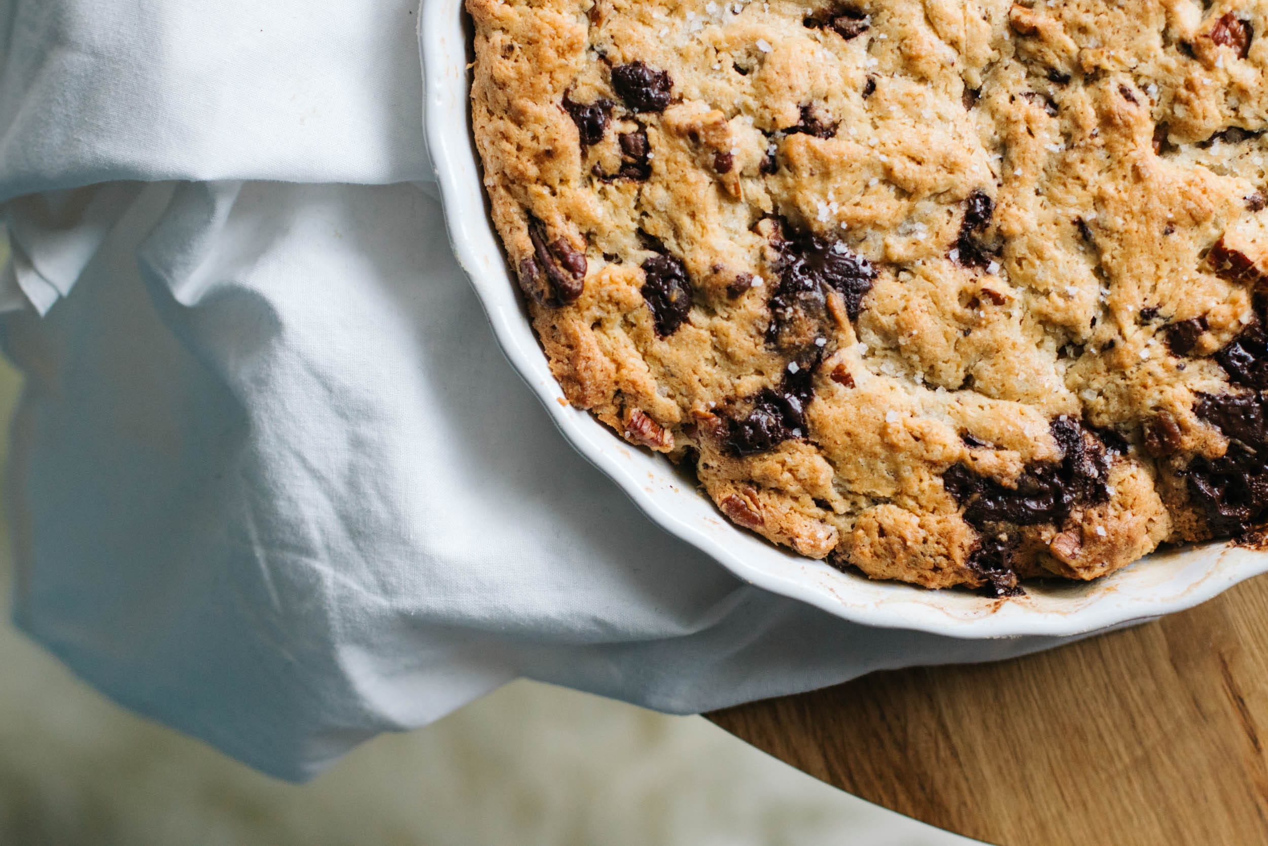 cookie cake mit schokolade pekann ssen und fleur de sel. Black Bedroom Furniture Sets. Home Design Ideas