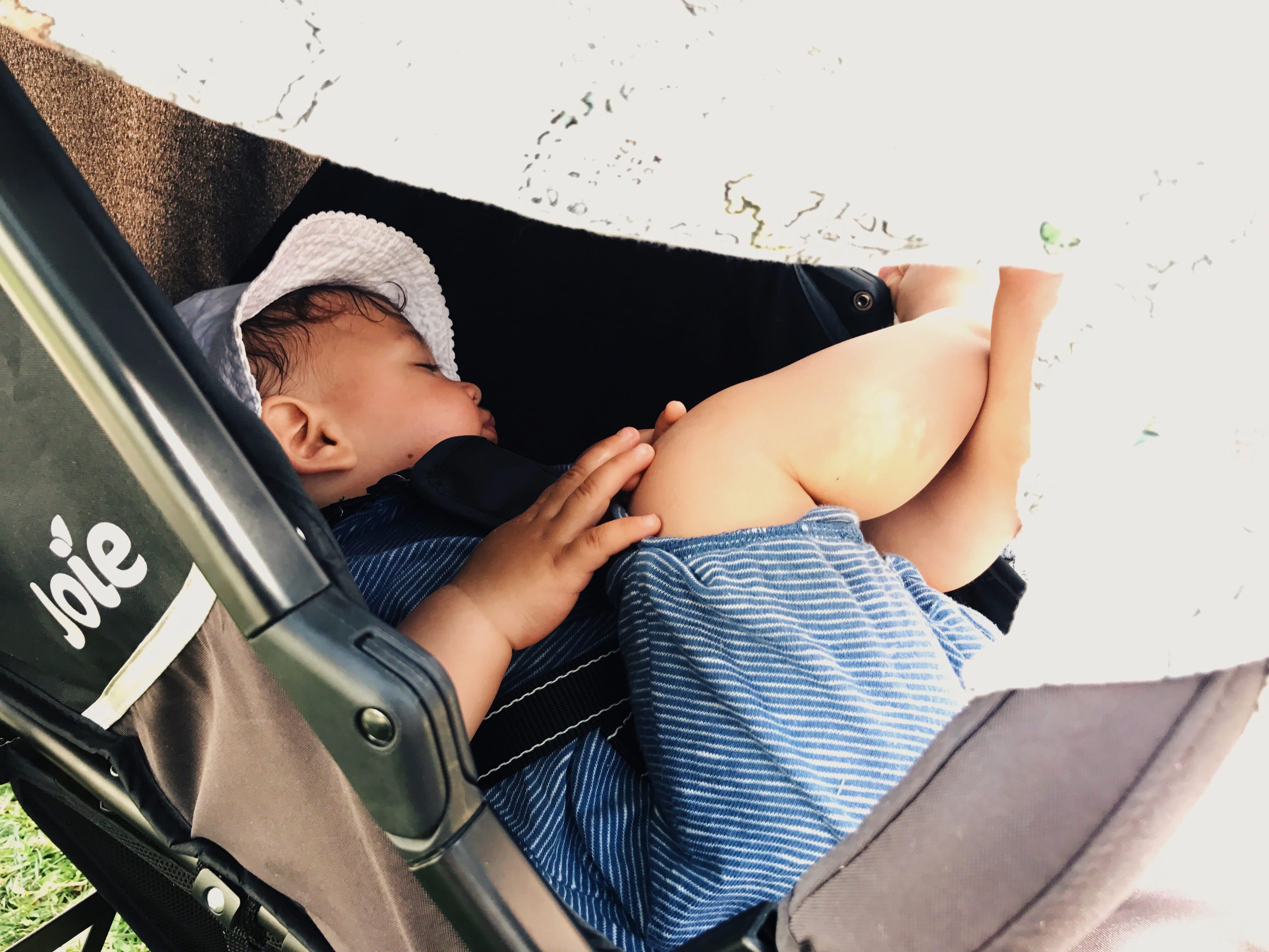 Im Sommer sicher im Kinderwagen schlafen