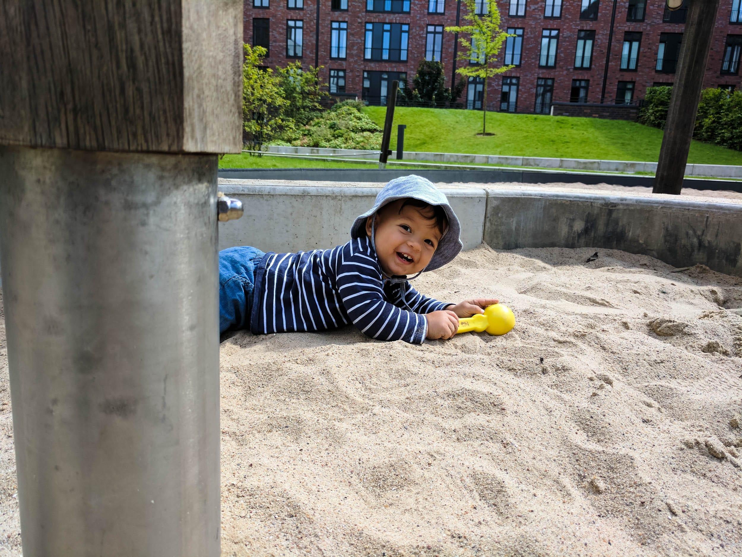 Kleinkind | Spielplatz | Spielstabil | Sandkiste | ivy.li
