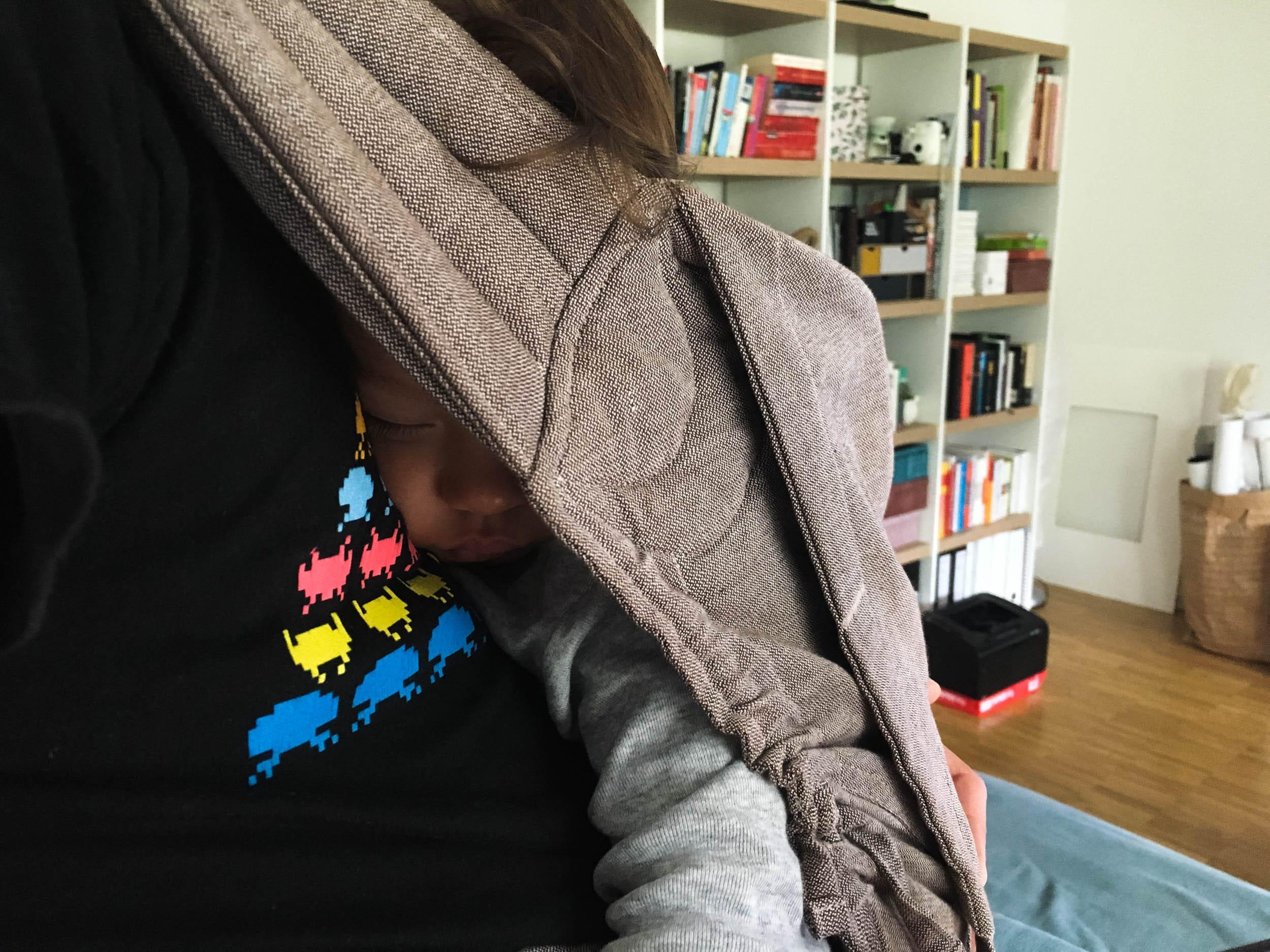 Papa trägt | Babytrage | Fidella Toddler Size | Kleinkind | Schlaf | ivy.li