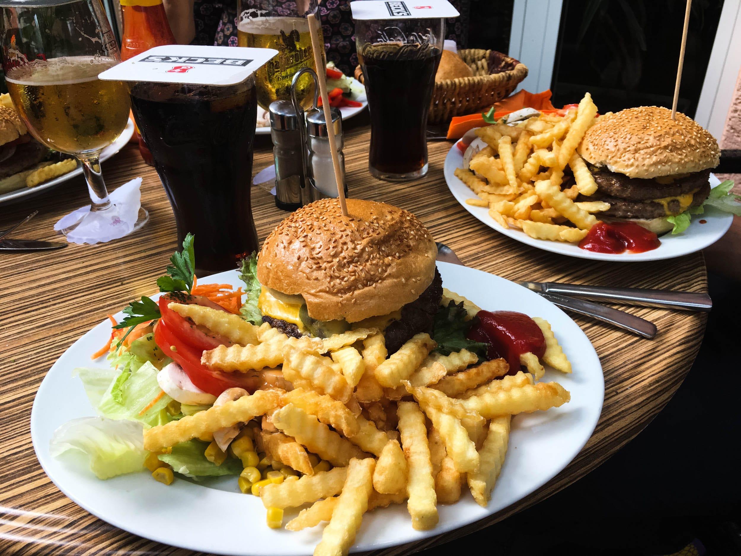 Burger und Pommes | ivy.li