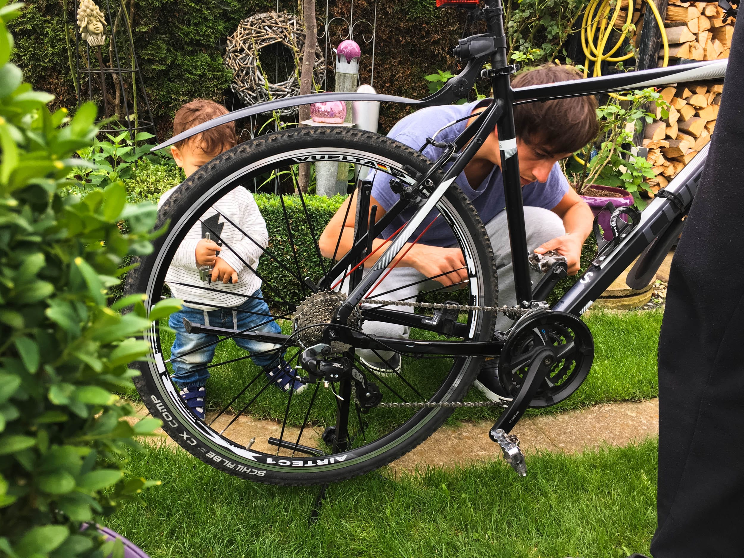 Fahrrad reparieren | Opa, Papa und Sohn | ivy.li