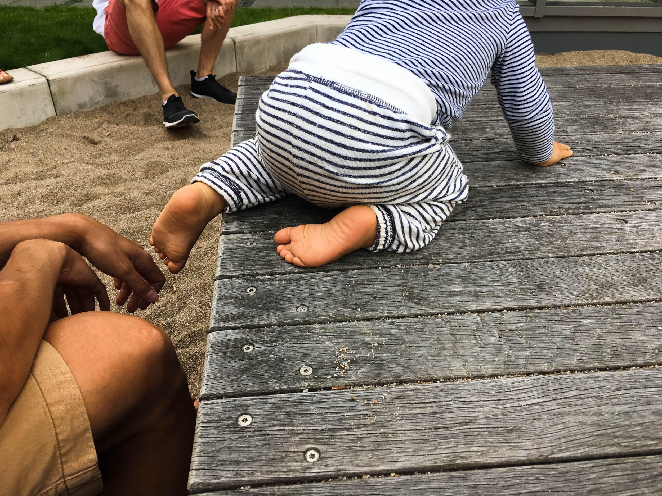 Kind auf dem Spielplatz | ivy.li