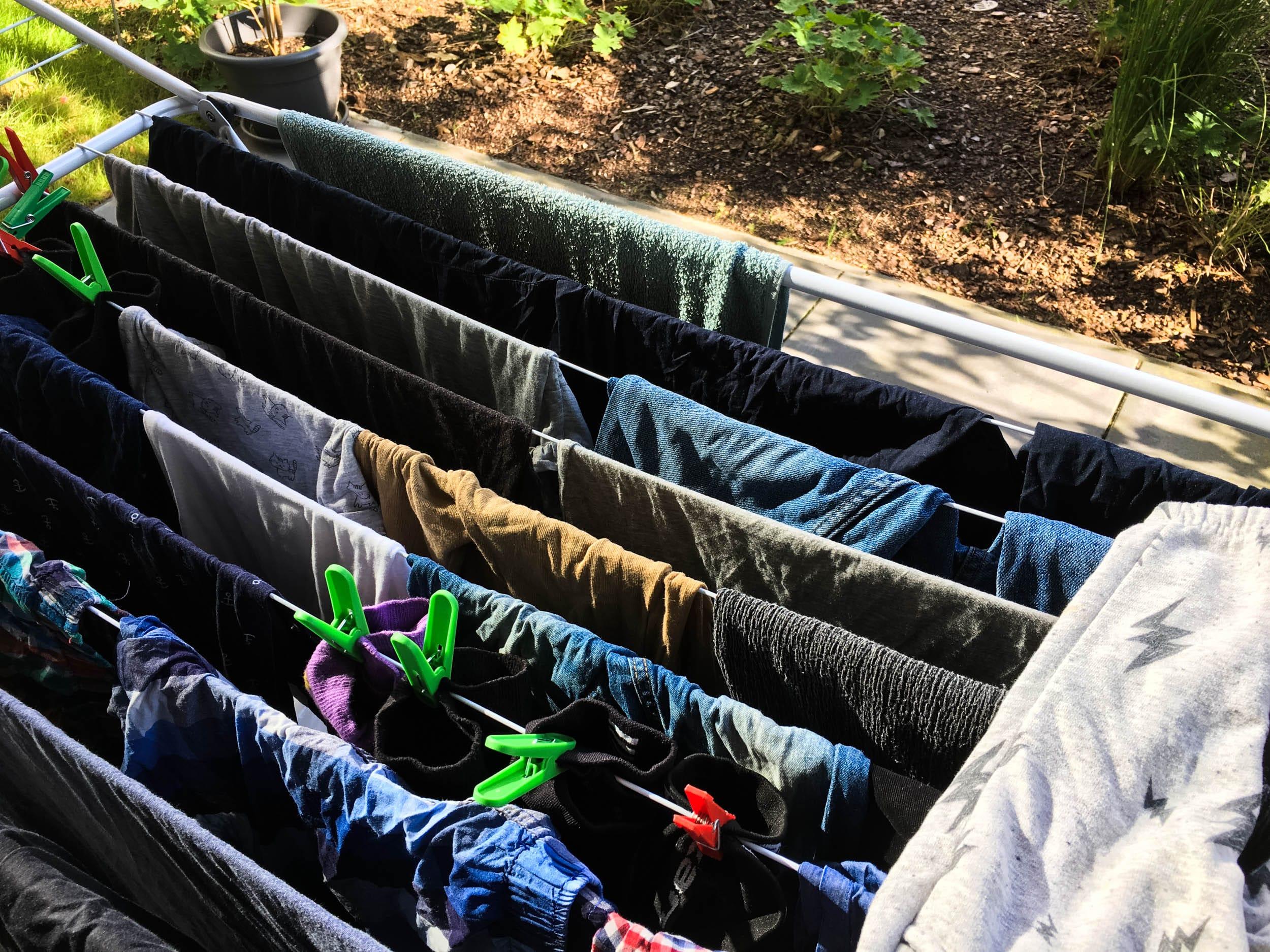 Wäsche trocknen auf der Terrasse | ivy.li