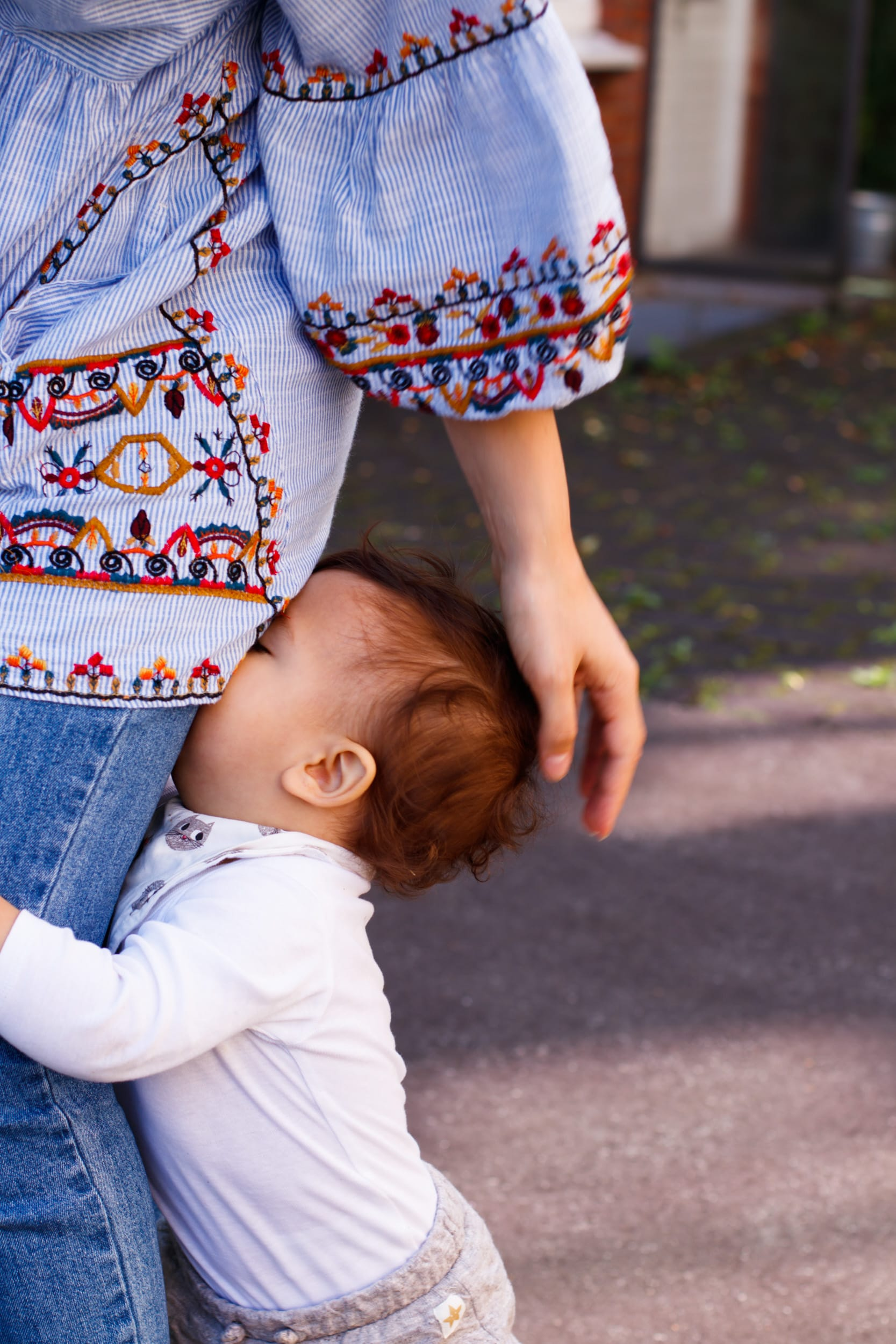 Momstyle | Tunika | Stickerei | Mama mit Kind | ivy.li