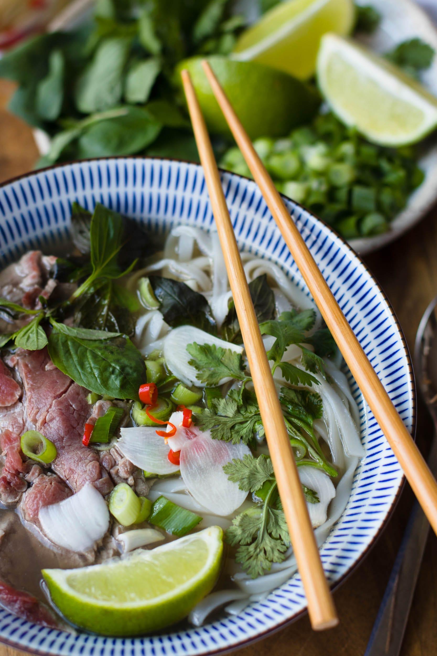 Phở bò   Phở tái   Vietnamesische Nudelsuppe mit Reisnudel und Rindfleisch