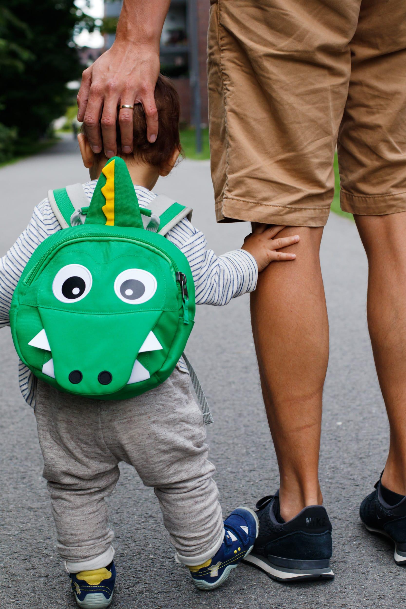 Affenzahn Kindergartenrucksack | Kai Krokodil | KiTa Kind | Papa und Sohn | ivy.li