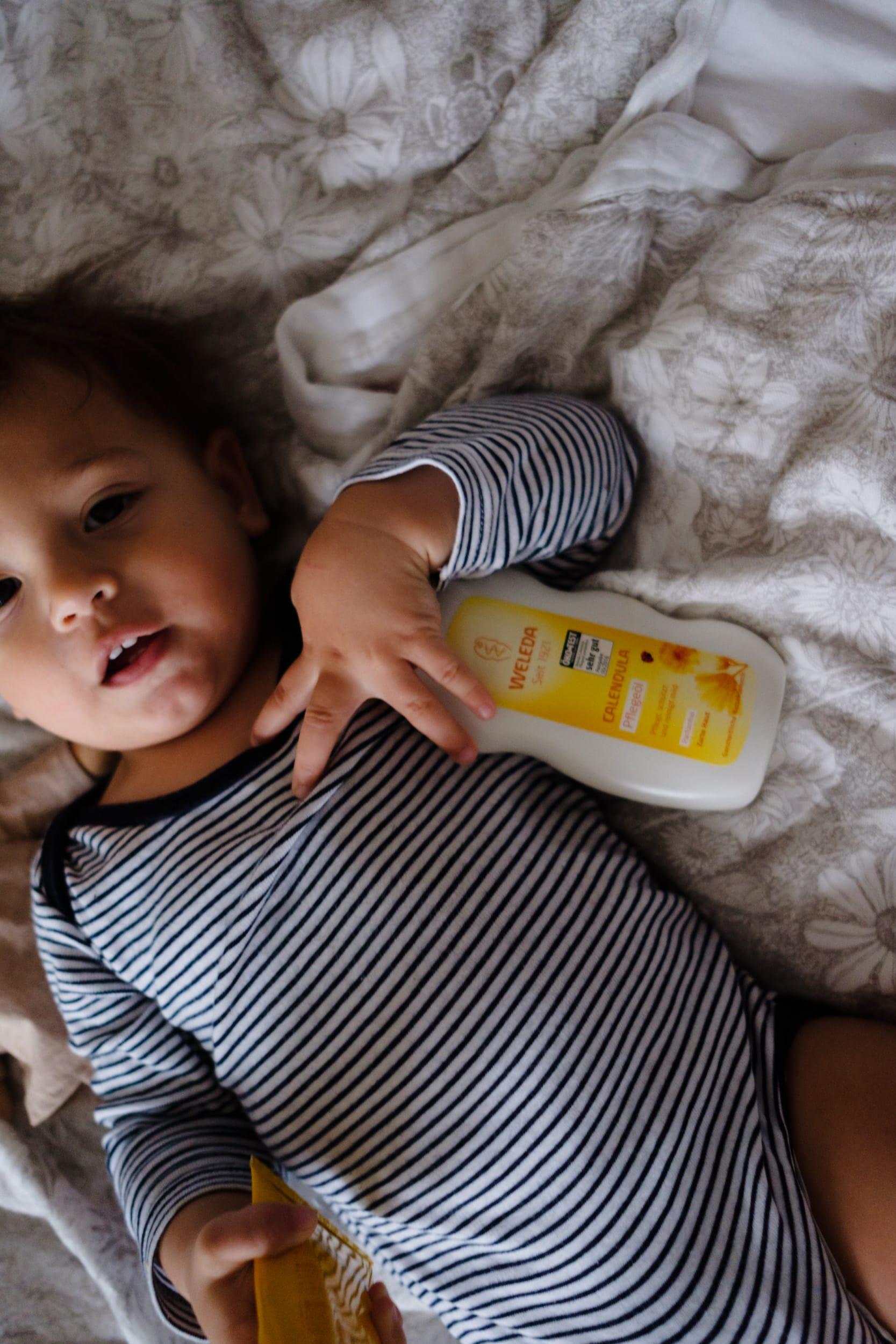 Achtsame Körperpflege | Weleda Calendula Baby Pflegeöl | ivy.li