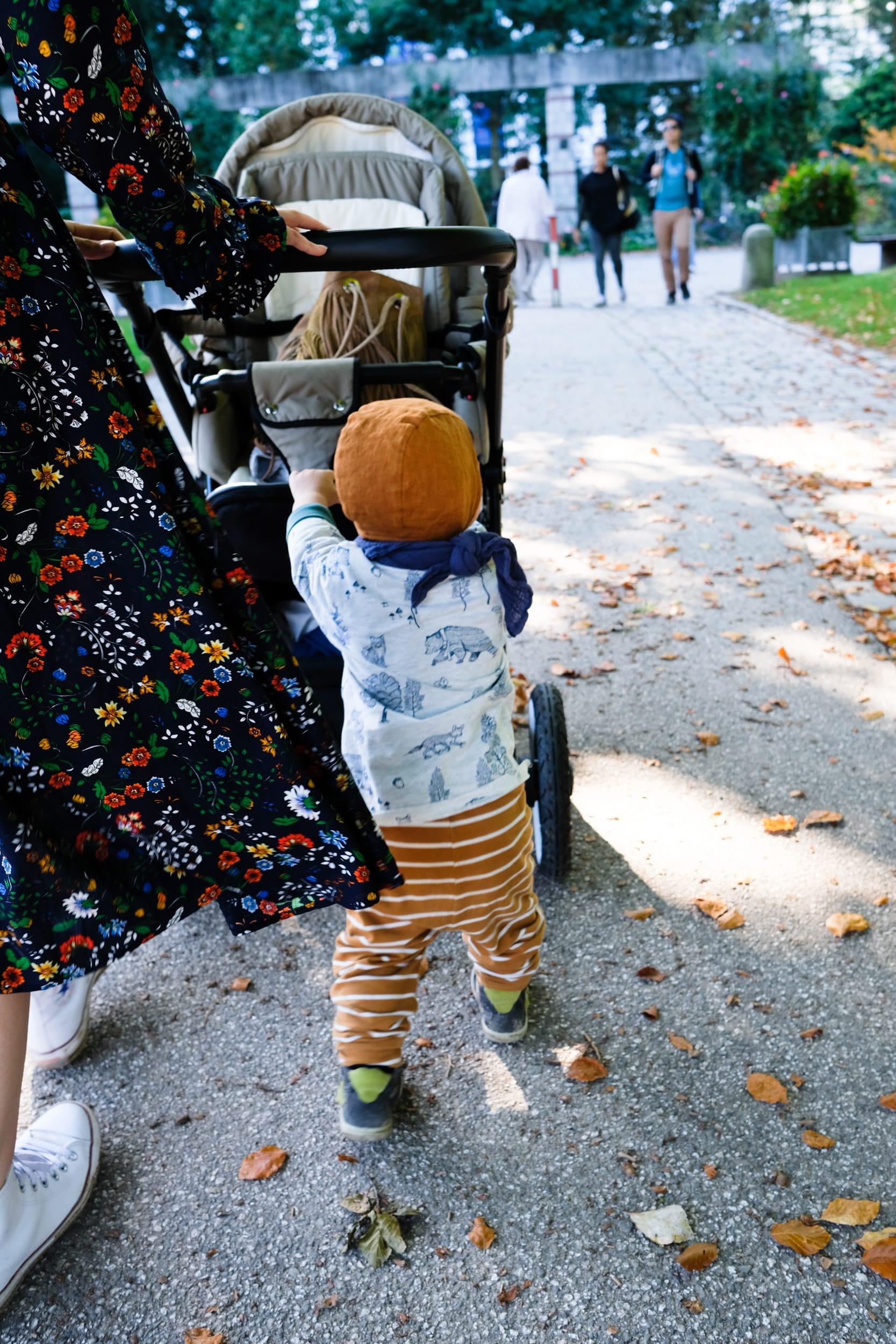 Ein Sonntag auf dem Spielplatz im Blümchenkleid | Momstyle | AngelCab | Briar Handmade Bonnet | ivy.li