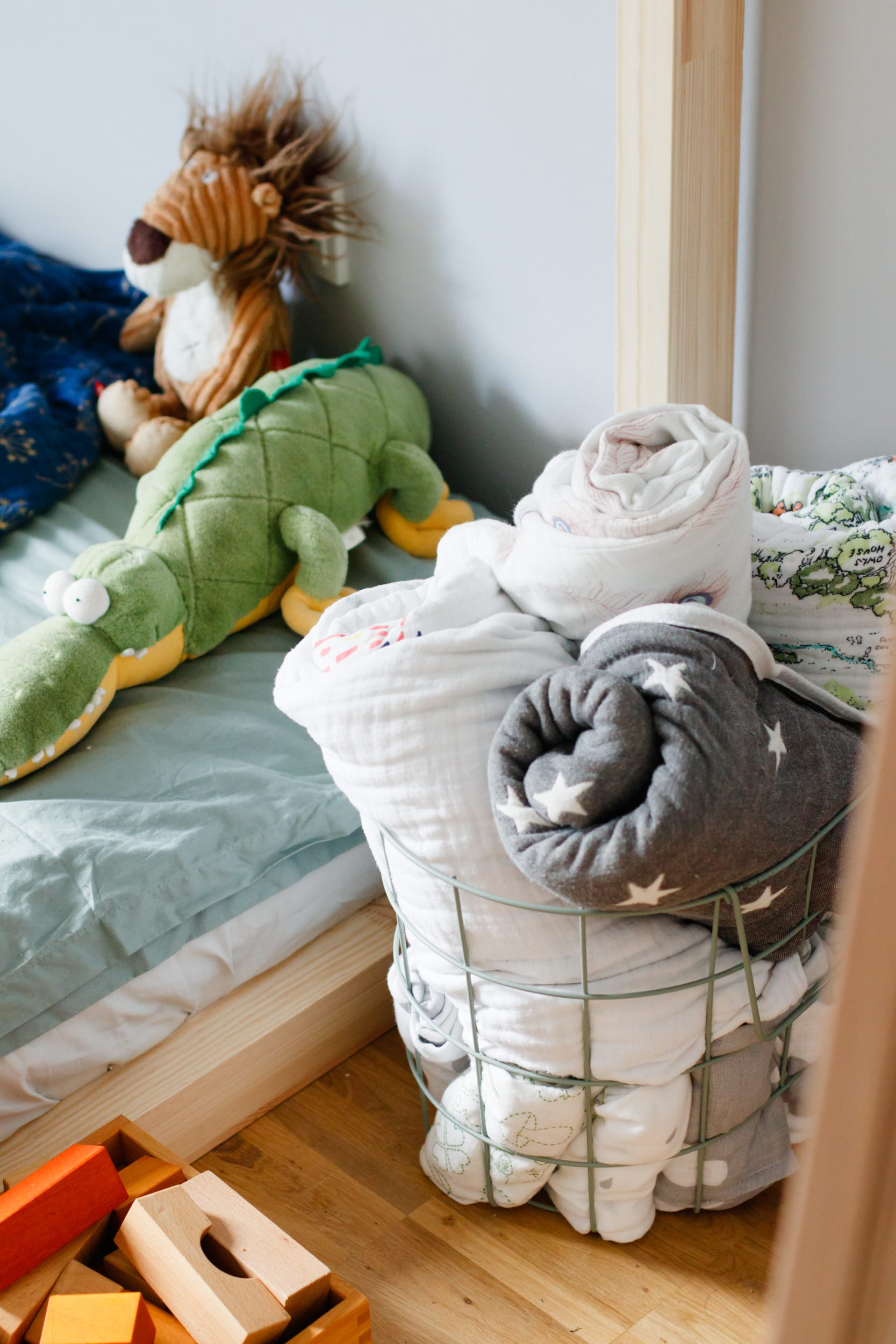 Floor Bed | Hausbett | Bodenbett | Maria Montessori | Kuschelecke | ivy.li