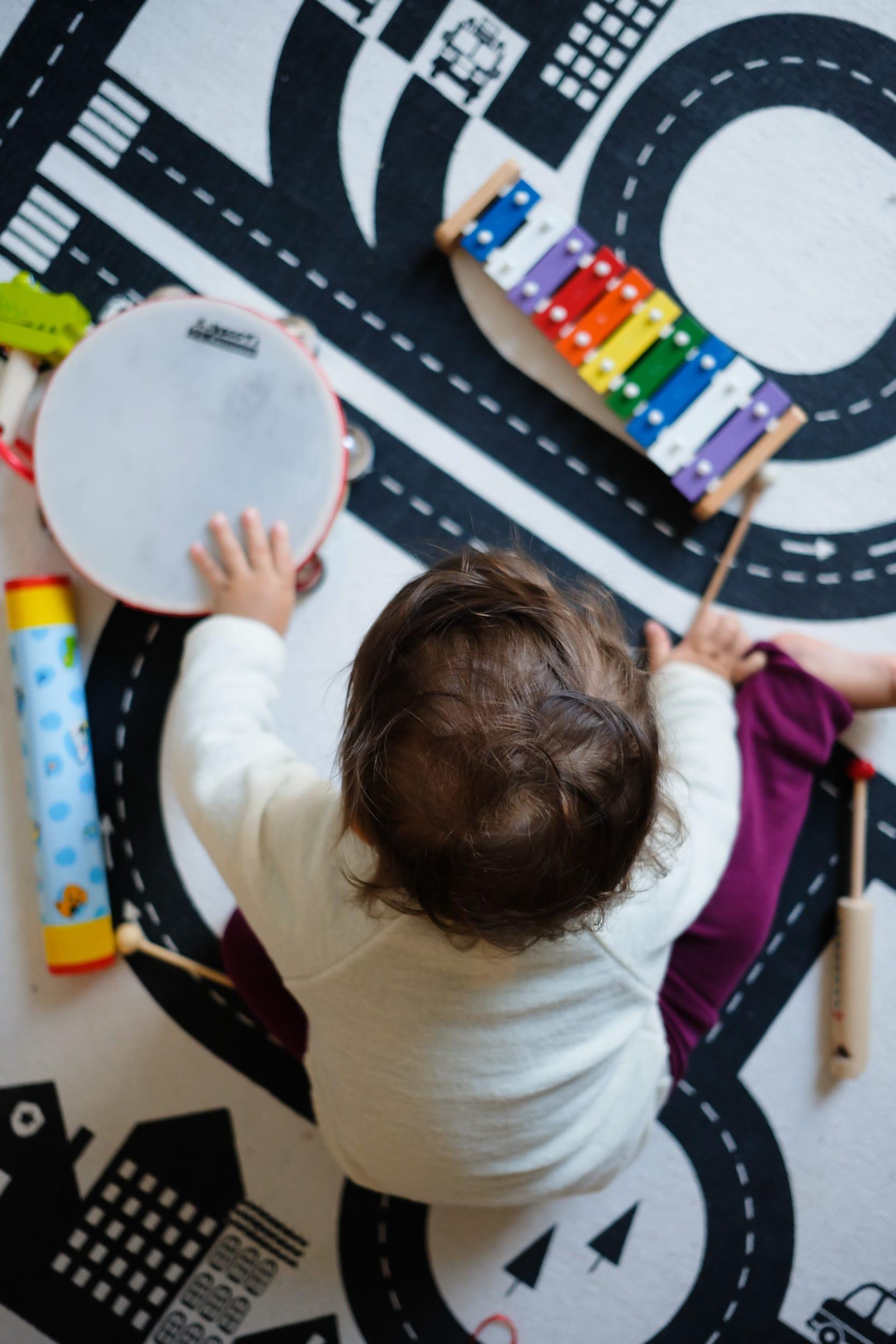 Musikinstrumente für Kleinkinder | Zuhause musizieren mit Kleinkindern und Babys | ivy.li