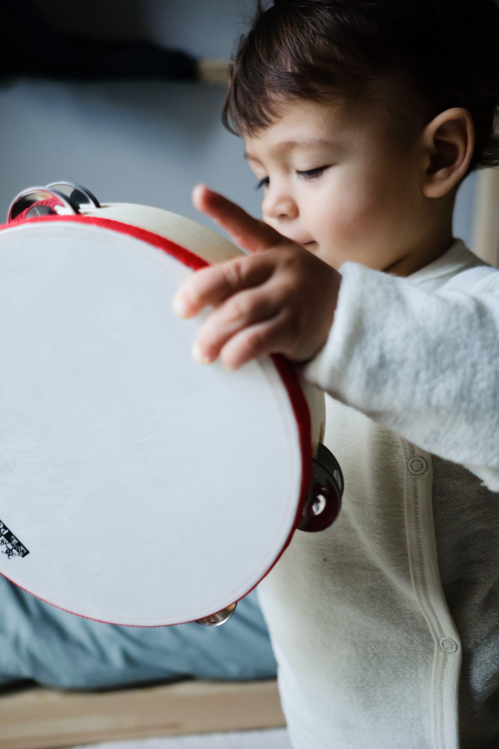 Musikinstrumente für Kleinkinder | Zuhause musizieren mit Kleinkindern und Babys | Tamburin | ivy.li