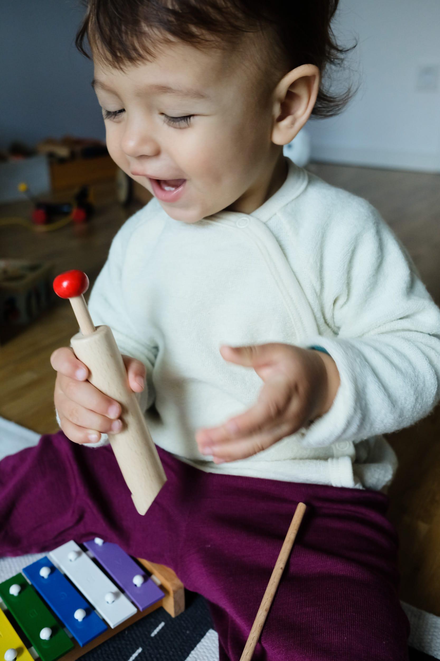 Musikinstrumente für Kleinkinder | Zuhause musizieren mit Kleinkindern und Babys | Holzflöte | ivy.li
