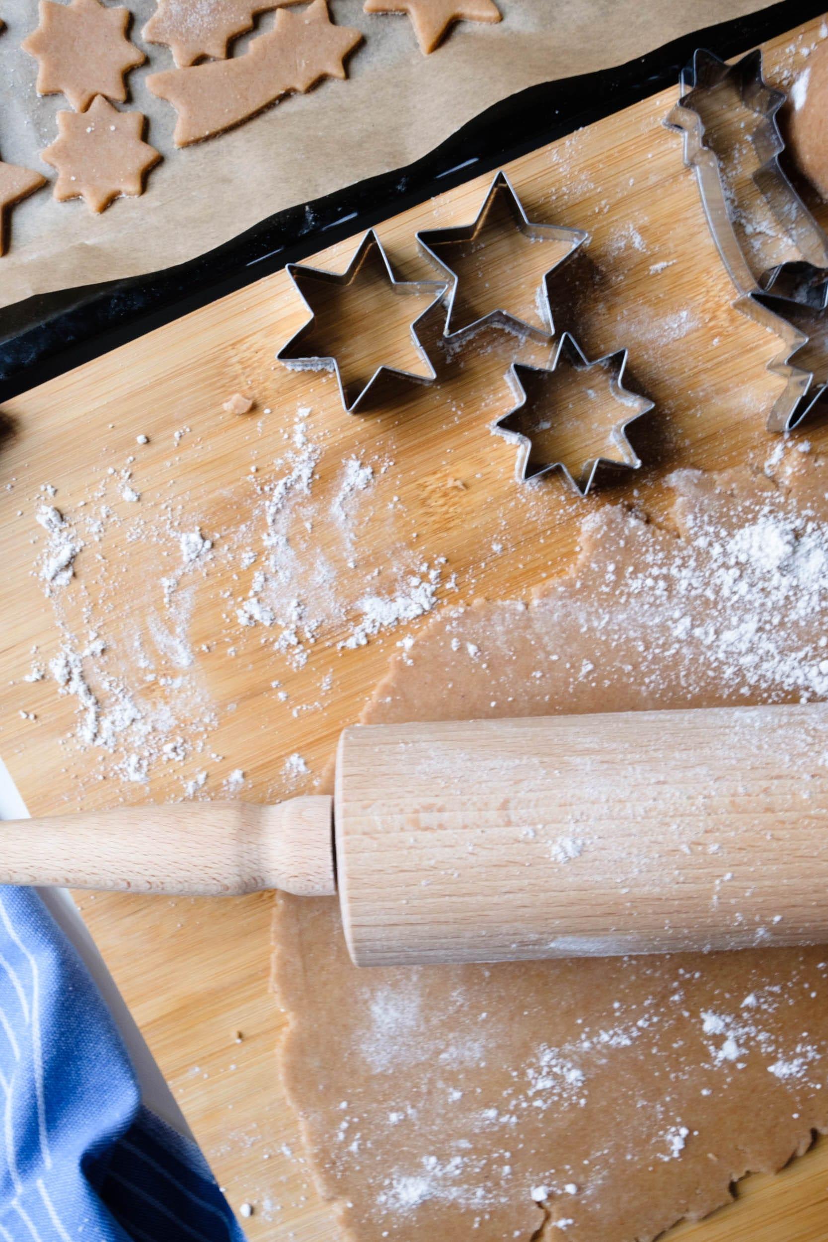 Gesunde & leckere Plätzchen | Kekse mit Dinkelmehl und Birkenzucker | Zuckerfrei | Rezept | Weihnachtsbäckerei | Backen für Kinder | #rezept #zuckerfrei #kekse #plätzchen #weichnachten #backen