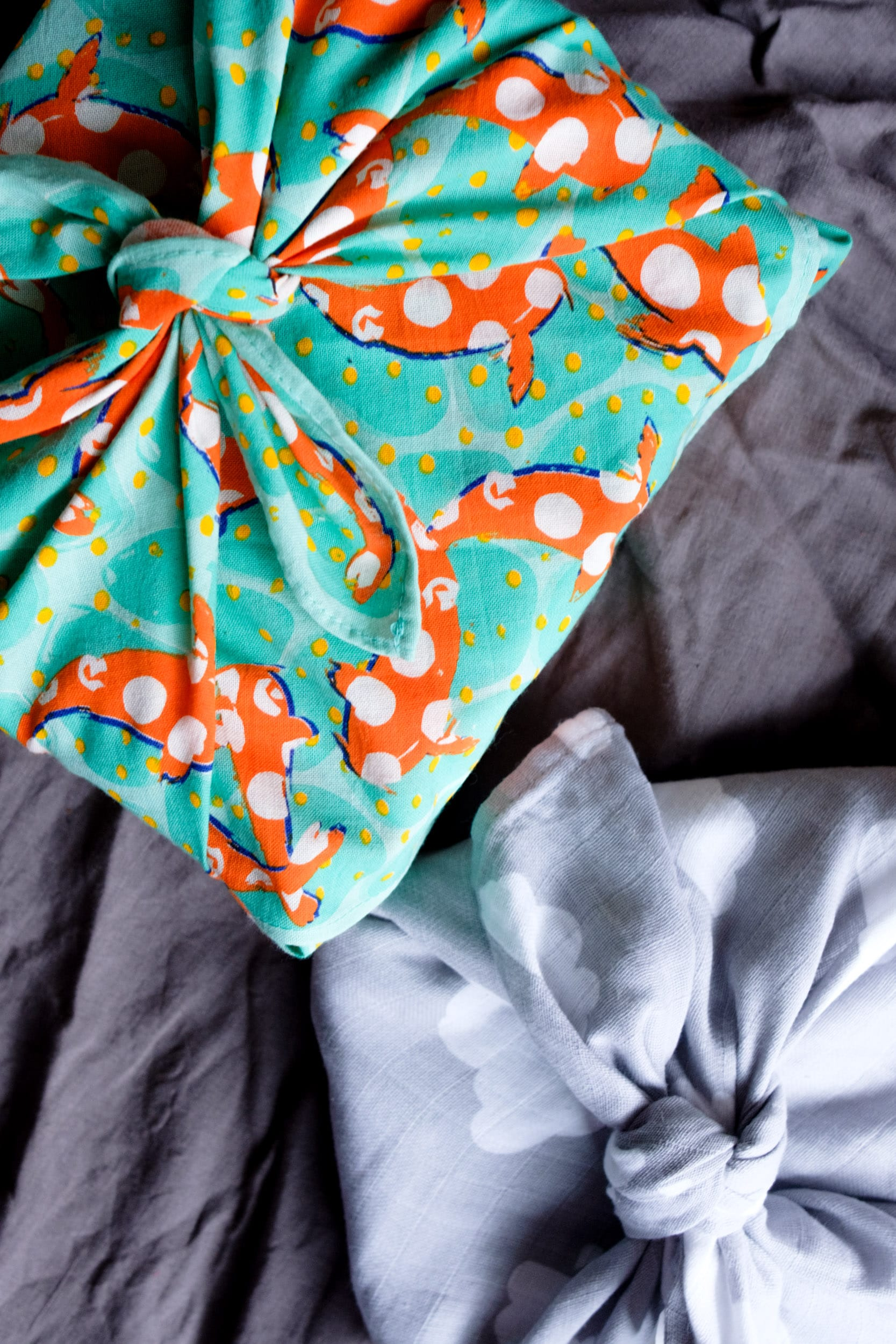 Geschenke nachhaltig verpacken | Nachhaltige Geschenkverpackungen | Zero Waste | Low Waste | Geschenke verpacken ohne Geschenkpapier | Upcycling | Recycling | Umweltfreundlich | Alternative Geschenkverpackungen | Weihnachtsgeschenke | Geburtstagsgeschenke | Naturdeko | Furoshiki | Verpacken mit Stoff | ivy.li