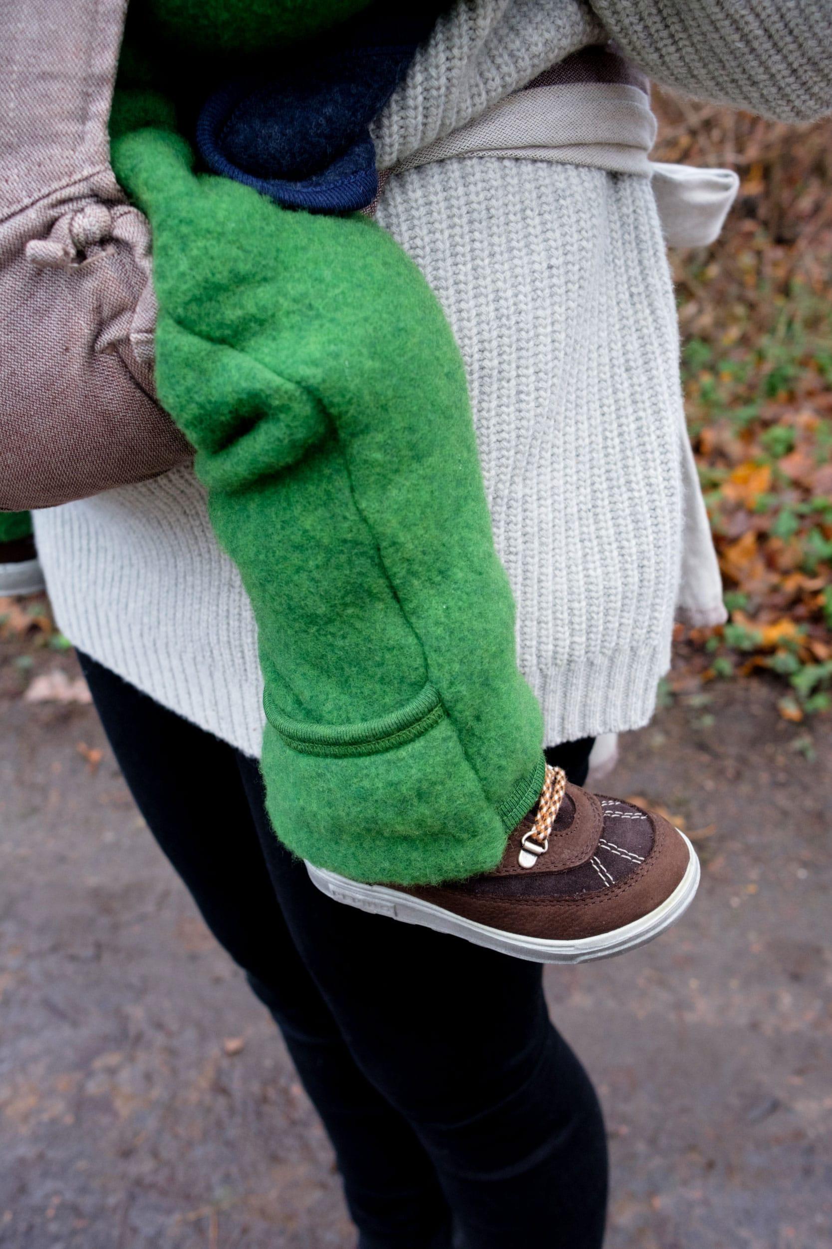 Was ziehe ich meinem Kleinkind im Winter an? | Kleine Kinder im Winter richtig anziehen | Winter Essentials | Baby | Kleinkind | Winterkleidung | Wollwalk | Wollfleece | Walkoverall | Tragekind | Kinder im Winter tragen | Warme Kleidung | ivy.li