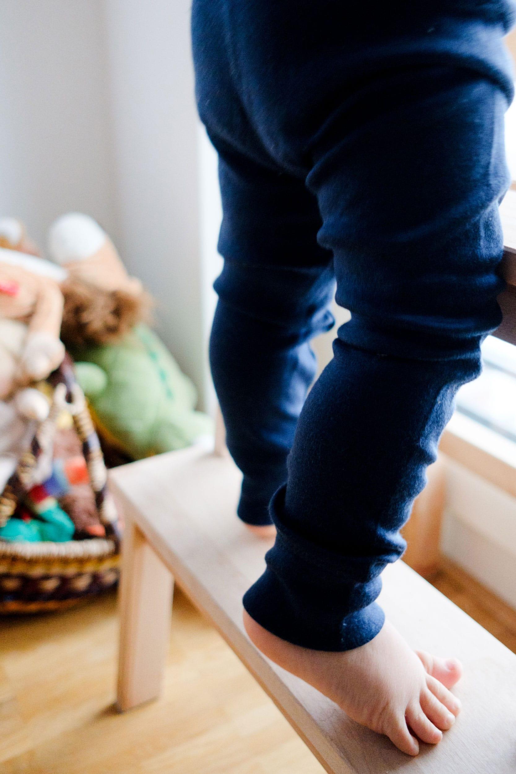 Was ziehe ich meinem Kleinkind im Winter an? | Kleine Kinder im Winter richtig anziehen | Winter Essentials | Baby | Kleinkind | Winterkleidung | Warme Unterwäsche | Wolle & Seide | Merinowolle | Woll-Leggings | Lange Unterhose | Schurwolle | Kinder im Winter tragen | Warme Kleidung | ivy.li