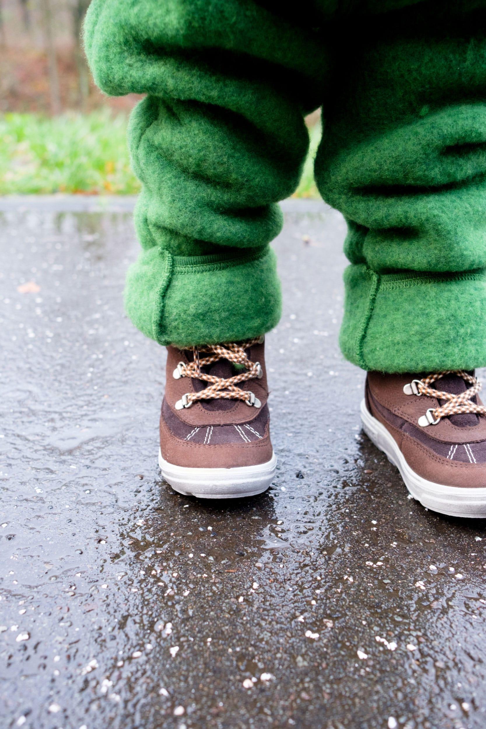 Was ziehe ich meinem Kleinkind im Winter an? | Kleine Kinder im Winter richtig anziehen | Winter Essentials | Baby | Kleinkind | Winterkleidung | Wollwalk | Wollfleece | Winterschuhe | Schurwolle | Kinder im Winter tragen | Warme Kleidung | ivy.li