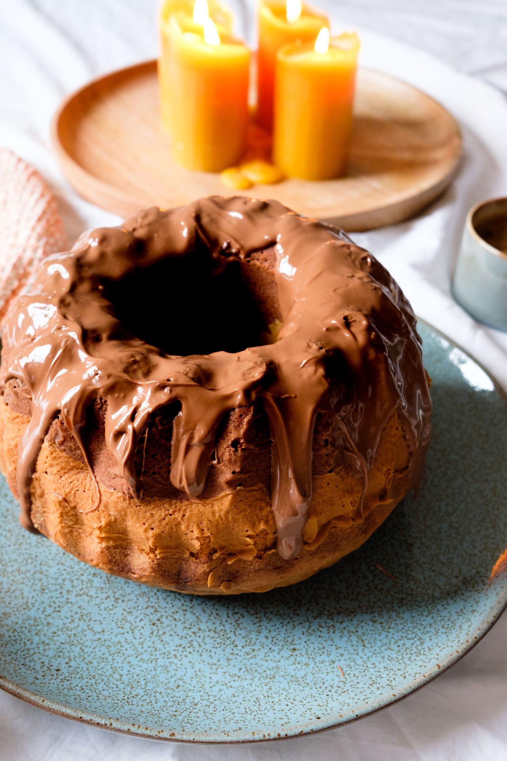 Sonntagskuchen | Marmorkuchen mit Schokoklecks | Schokoladiger Gugelhupf aus Rührteig | Einfach und lecker | Backen | Rezept auf ivy.li #backen #rezept