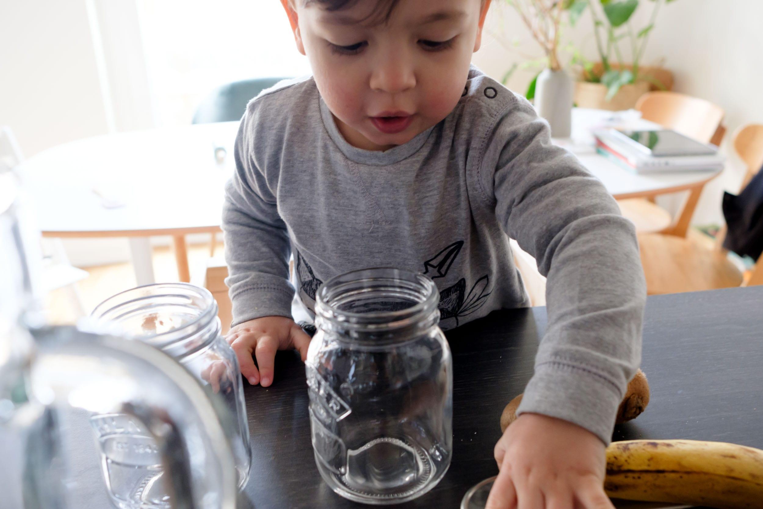 Schietwettertage mit Kind | 3 Tipps für Indoor-Spaß mit TK Maxx | Zuhause mit Kleinkind | Gemeinsam in der Küche werkeln | Smoothies mixen | Mehr auf https://ivy.li