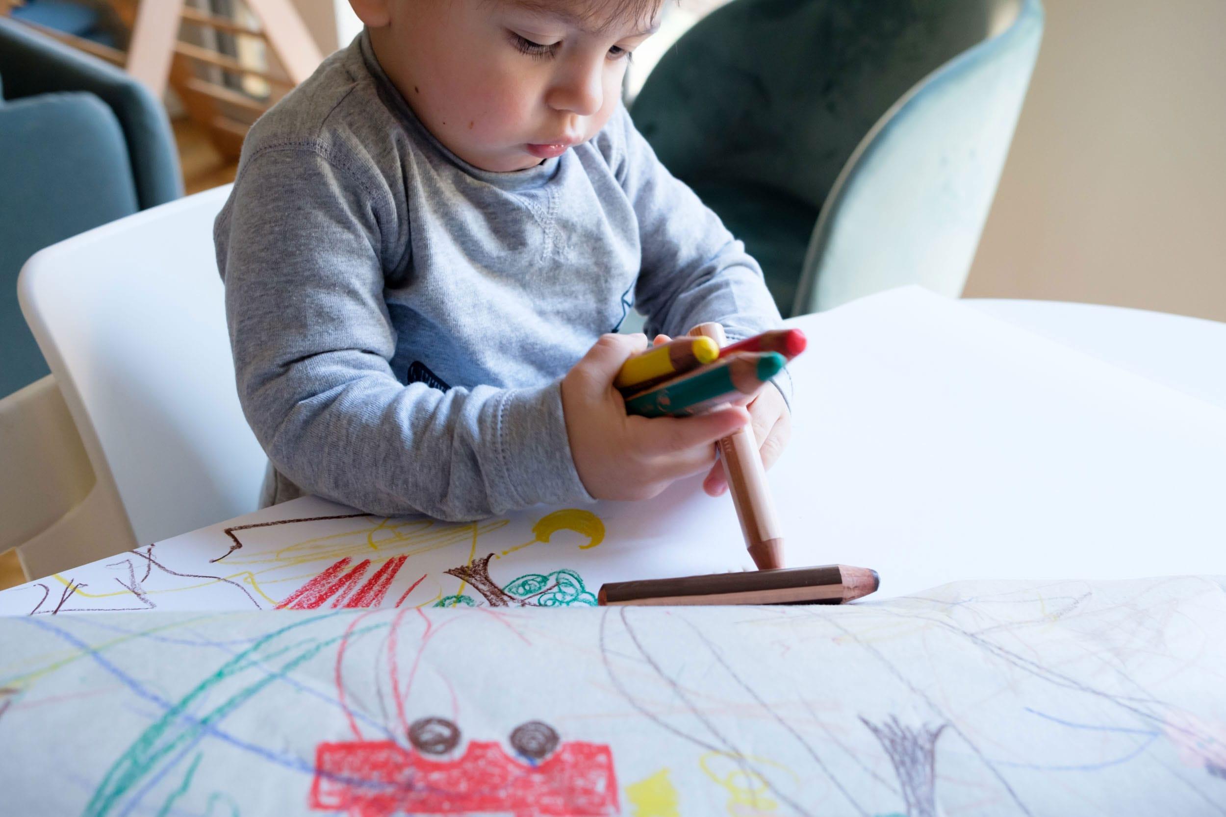 Schietwettertage mit Kind | 3 Tipps für Indoor-Spaß mit TK Maxx | Zuhause mit Kleinkind | Kreativ sein | Gemeinsam malen | Mehr auf https://ivy.li