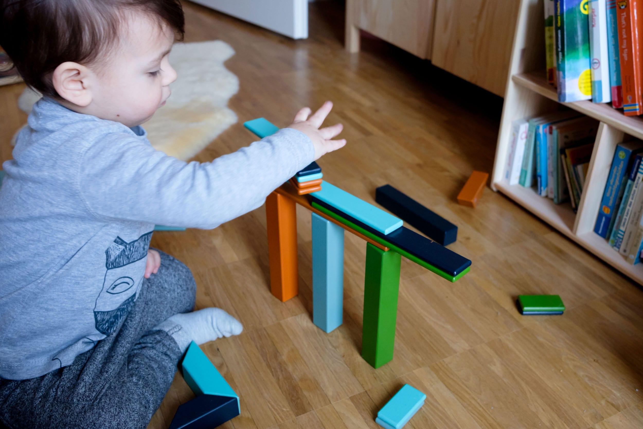 Schietwettertage mit Kind | 3 Tipps für Indoor-Spaß mit TK Maxx | Zuhause mit Kleinkind | Thementage | Baustelle | Magnetbausteine | Mehr auf https://ivy.li