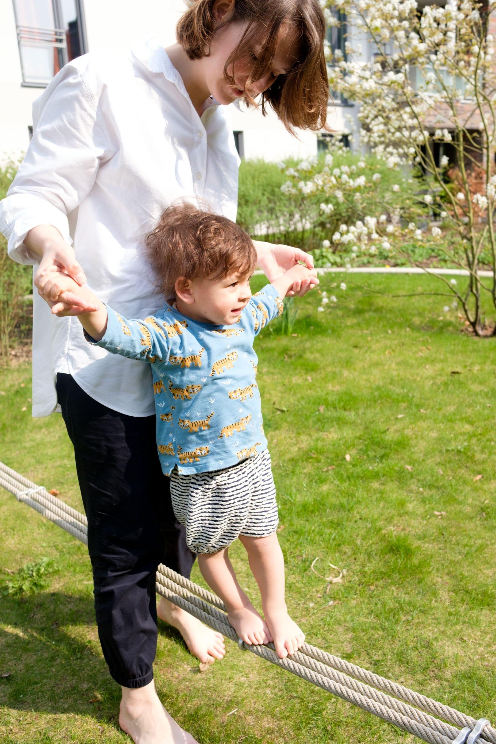 Wurzeln, Flügel und bedingungslose Liebe | Das Glück, Mama zu sein | Mutterschaft | Elternschaft | Mamasein | Werte | Mutterliebe | Mehr auf https://ivy.li