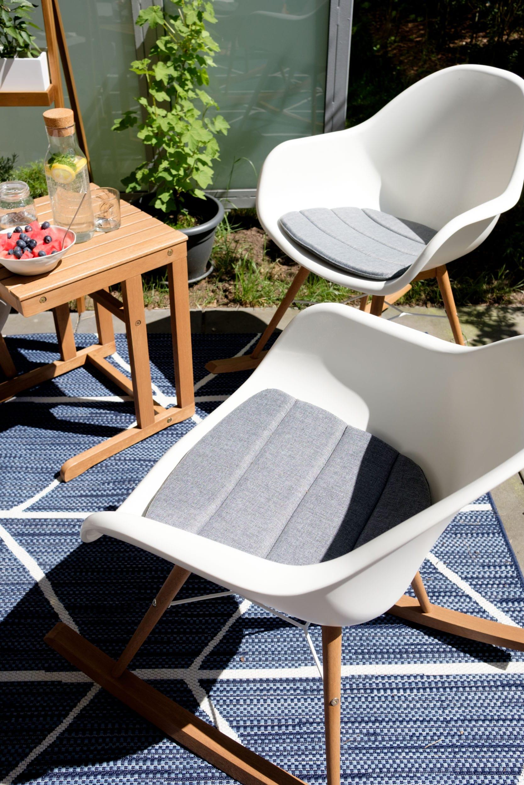 Outdoor-Wohnzimmer | Unser zweites Wohnzimmer im Grünen | Familienleben im Sommer | Terrassenupdate | Happy Terrassenlife mit den neuen Möbeln von Tchibo | #wohnen #interior #terrasse | Gemütlich wohnen auf der Terrasse, dem Balkon und im Garten | Mehr auf https://ivy.li