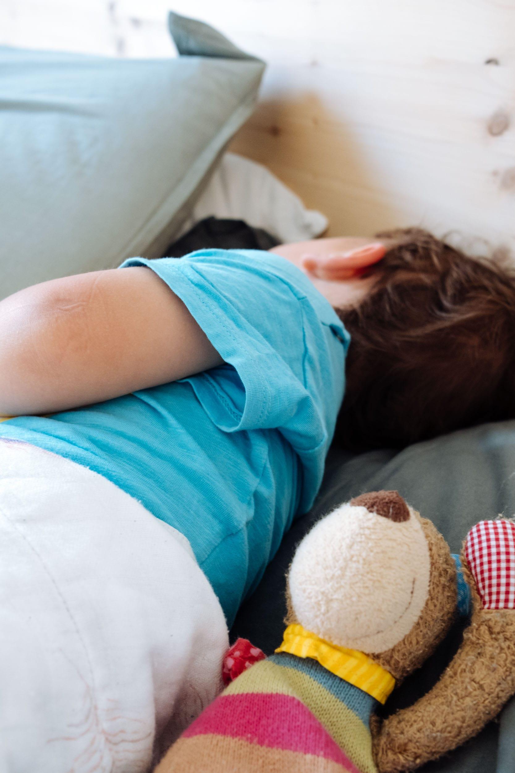 Schlafenszeit | Müde Kinder schlafen besser ein | Zubettgehen mit Kinder