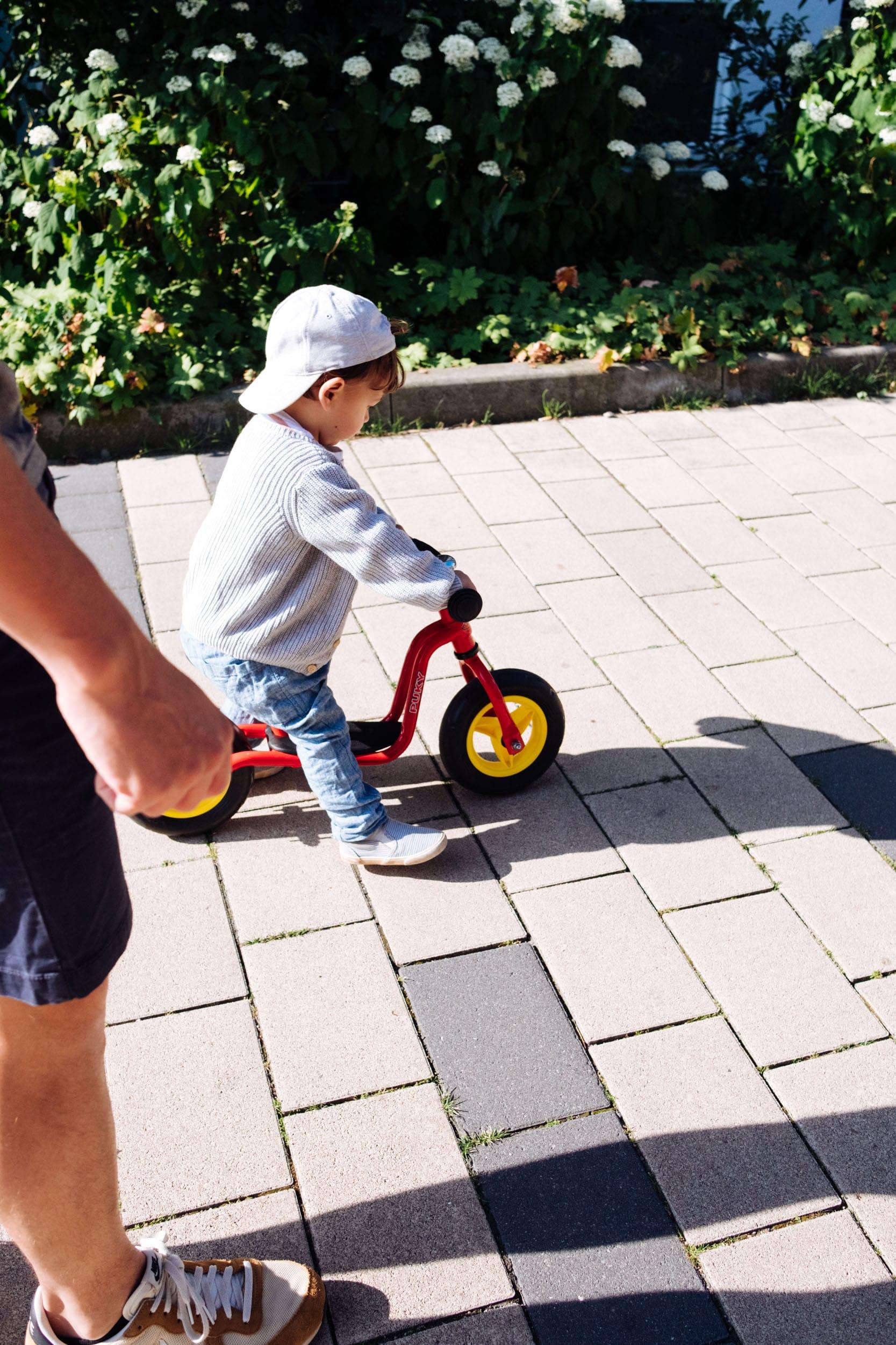 Familiensonntag | Unterwegs mit Fußball und Laufrad