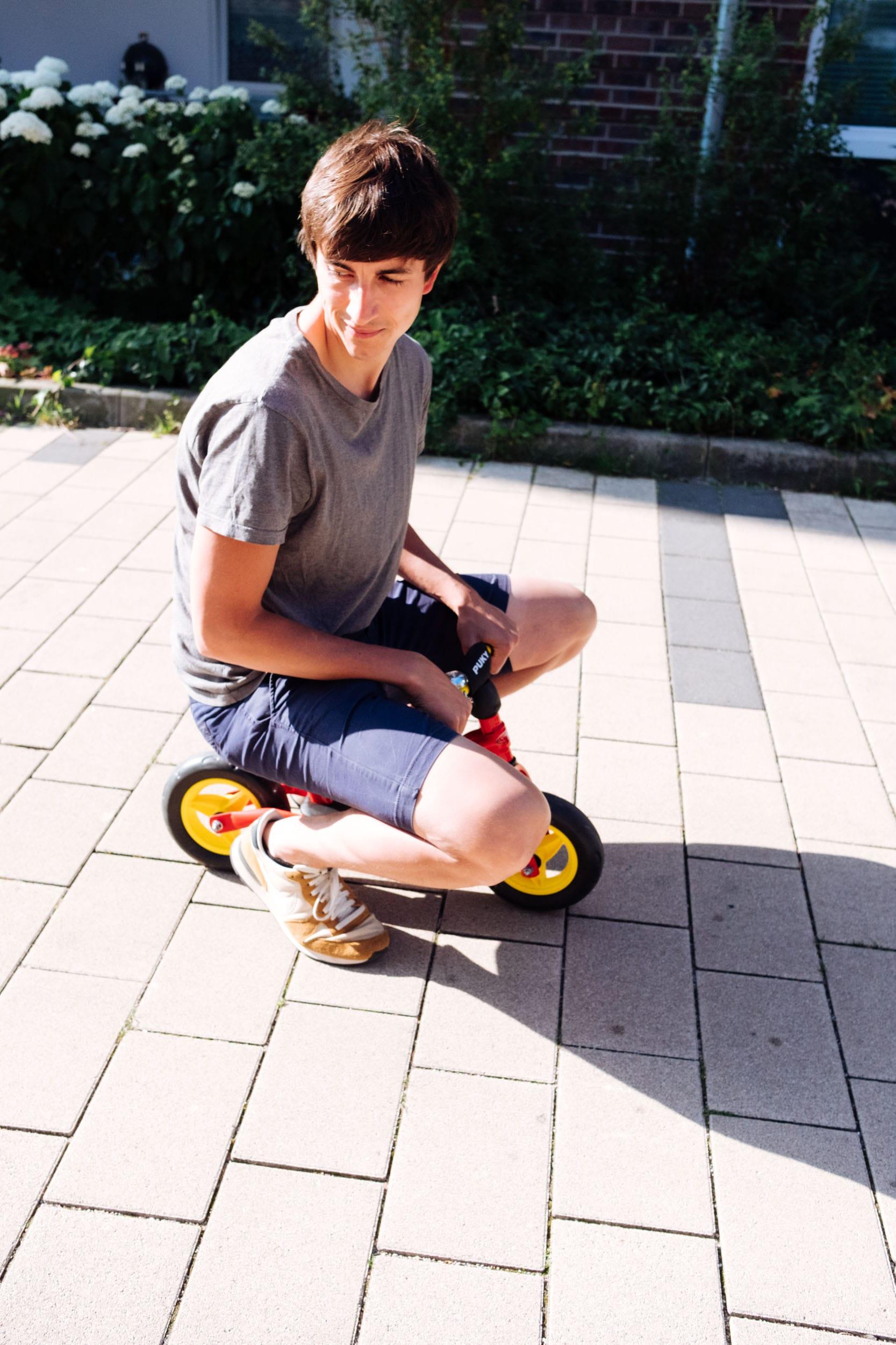 Familiensonntag | Unterwegs mit Fußball und Laufrad | Papa auf dem Puky