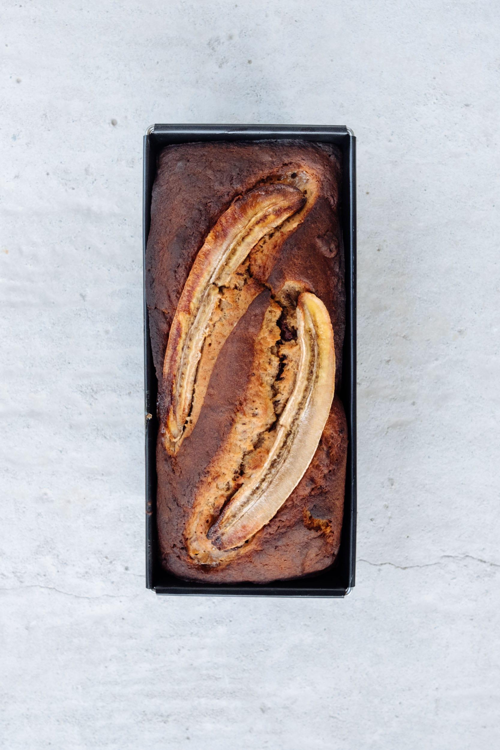 Bananenbrot mit dunkler Schokolade und Pekannüssen | Rezept für das saftigste und leckerste Bananenbrot